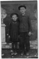 Валерий Михайлович в одиннадцатилетнем возрасте с сестрой, именно в это время он общался с Василием Кузнецовым